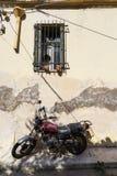 Vecchia motocicletta in Plaka, Atene fotografia stock