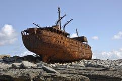 Vecchia nave di navigazione arrugginita dell'annata Fotografia Stock Libera da Diritti