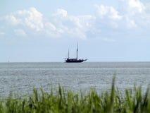Vecchia nave nel mare fotografie stock libere da diritti