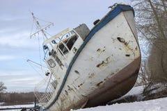 Vecchia nave sulla riva Fotografia Stock Libera da Diritti