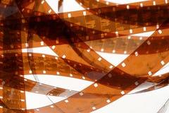 Vecchia negazione una striscia di pellicola da 16 millimetri su fondo bianco Fotografia Stock Libera da Diritti
