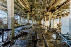 Vecchia officina abbandonata della fabbrica abbandonata della torpedine di sottomarino Immagine Stock