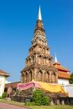Vecchia pagoda del mattone a Wat Phra That Hariphunchai, Tailandia immagini stock libere da diritti