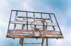 Vecchia pallacanestro all'aperto (Effe d'annata elaborato immagine filtrato fotografia stock