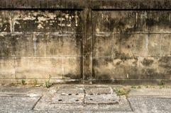 Vecchia parete con il fondo delle crepe fotografie stock libere da diritti
