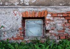 Vecchia parete con la finestra Fotografia Stock Libera da Diritti