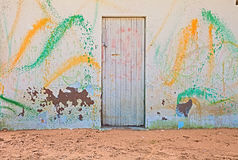 Vecchia parete con spruzzo colorato di pittura Fotografia Stock Libera da Diritti
