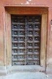 Vecchia parete di legno di rosso dell'India della porta Fotografia Stock Libera da Diritti