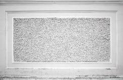 Vecchia parete di pietra bianca con la struttura decorativa di sollievo Fotografia Stock Libera da Diritti