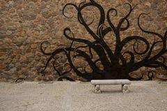 Vecchia parete di pietra con il banco ed i graffiti Immagine Stock Libera da Diritti