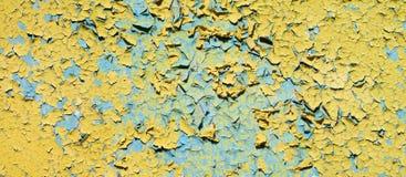 Vecchia parete gialla incrinata sporca delle rovine Fotografia Stock