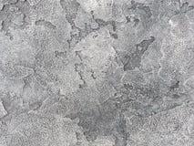 Vecchia parete grigia coperta di gesso irregolare Struttura della superficie d'argento misera d'annata della pietra, primo piano Fotografia Stock Libera da Diritti