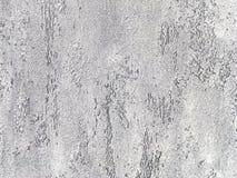 Vecchia parete grigia coperta di gesso irregolare Struttura della superficie d'argento misera d'annata della pietra, primo piano Fotografie Stock Libere da Diritti