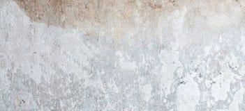 Vecchia parete grungy con struttura nociva del fondo del gesso fotografie stock