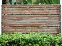 Vecchia parete marrone di legno del recinto Immagine Stock