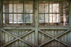 Vecchia parete windowed di legno Fotografie Stock Libere da Diritti