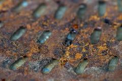 Vecchia parte dell'automobile del motore Superficie arrugginita del ferro La ruggine su Textu d'acciaio Fotografia Stock