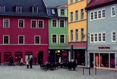 Vecchia parte della città con le case colorate e un caffè Weimar, Germania - 20 12 2015 Immagine Stock