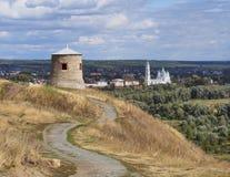 Vecchia parte della città Elabuga con una torre antica Fotografia Stock