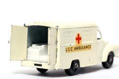 Vecchia parte posteriore dell'ambulanza dell'automobile del giocattolo Fotografie Stock Libere da Diritti