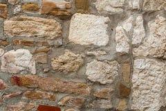 Vecchia parte quadrata marrone bianca di pietra calcarea del cemento di rettangolo di vecchio fondamento difensivo del fondo dell fotografie stock libere da diritti