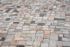 Vecchia pavimentazione di pietra - fondo misto del ciottolo immagini stock libere da diritti