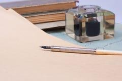 Vecchia penna dell'inchiostro dell'annata, lettere del handwrite Fotografia Stock