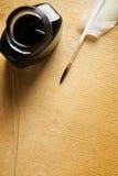 Vecchia penna di spoletta e del documento in bianco Immagini Stock Libere da Diritti