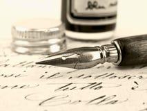 Vecchia penna e retro calligrafia. Immagini Stock