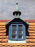 Vecchia piattaforma con la piccola finestra Fotografie Stock Libere da Diritti