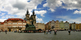 Vecchia piazza a Praga. Fotografia Stock Libera da Diritti