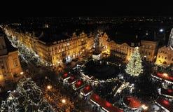 Vecchia piazza a Praga a tempo di natale fotografia stock