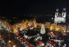 Vecchia piazza a Praga a tempo di natale Immagine Stock Libera da Diritti