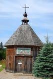 Vecchia piccola chiesa di legno in Szymbark Fotografie Stock