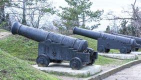 Vecchia pistola della nave su una posizione costiera Fotografie Stock