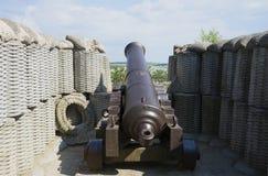 Vecchia pistola sulle posizioni dell'artiglieria del quarto bastione a Sebastopoli fotografia stock
