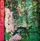 Vecchia pittura della sbucciatura su un fondo di lerciume del metallo Fotografie Stock Libere da Diritti