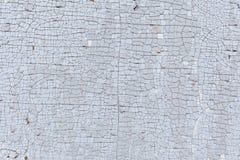 Vecchia pittura incrinata su una superficie di legno Fotografie Stock