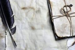 Vecchia piuma di carta della lettera fotografia stock libera da diritti