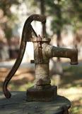 Vecchia pompa ad acqua fotografia stock