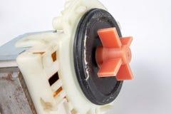Vecchia pompa della lavatrice Pezzi di ricambio per gli elettrodomestici fotografia stock libera da diritti