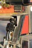 Vecchia pompa di gas arrugginita Fotografie Stock