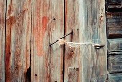 Vecchia porta con la maniglia arrugginita Fotografie Stock