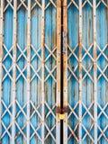 Vecchia porta d'acciaio di fondo Fotografia Stock