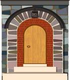 Vecchia porta d'annata di legno con l'arco di pietra Immagini Stock Libere da Diritti
