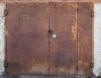 Vecchia porta del magazzino del metallo Fotografia Stock