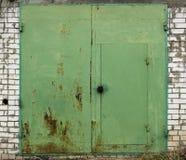 Vecchia porta del magazzino del metallo Fotografie Stock