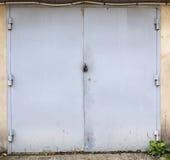 Vecchia porta del magazzino del metallo Immagine Stock Libera da Diritti
