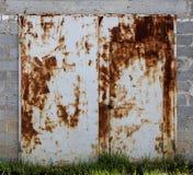 Vecchia porta del magazzino del metallo Fotografia Stock Libera da Diritti