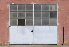 Vecchia porta della fabbrica Fotografie Stock Libere da Diritti